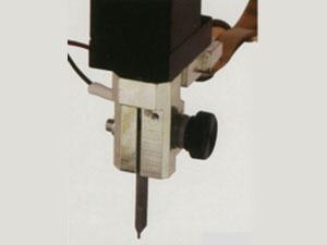 パーツにあわせた溶接電極も、各種ご用意。