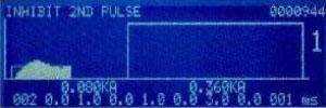ウエルドプリチェック機能の溶接波形。第1パルスにてリミットを侵犯後、第2パルスをストップ。